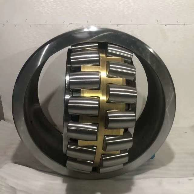 NSK 22217CC / W33 Spherical Roller Bearing P5 P6 With Two Inner Ring Raceways